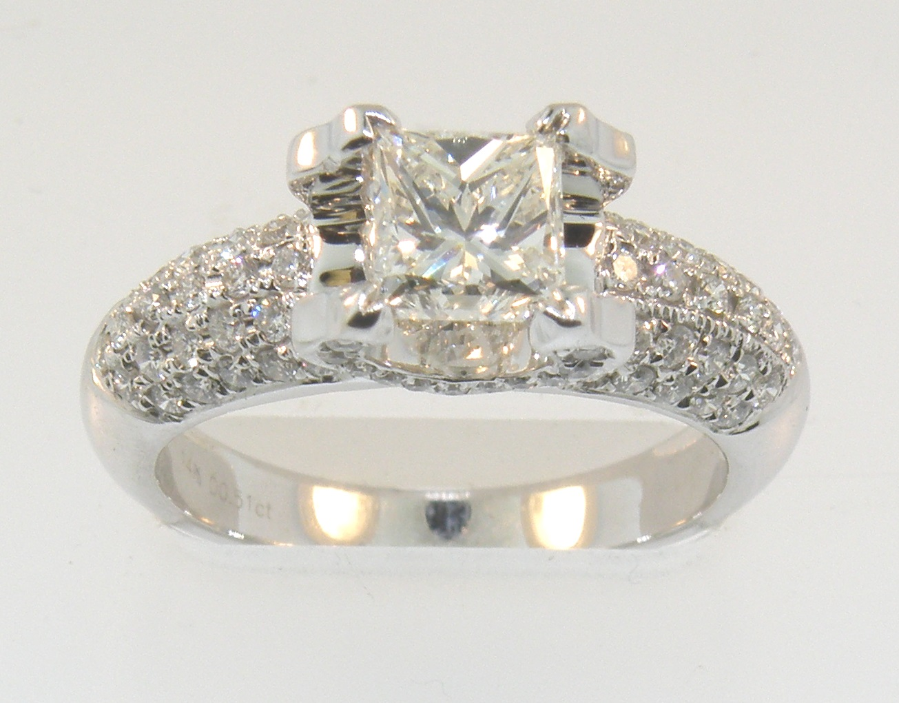 1.52 CARATS TOTAL WEIGHT DIAMOND RING