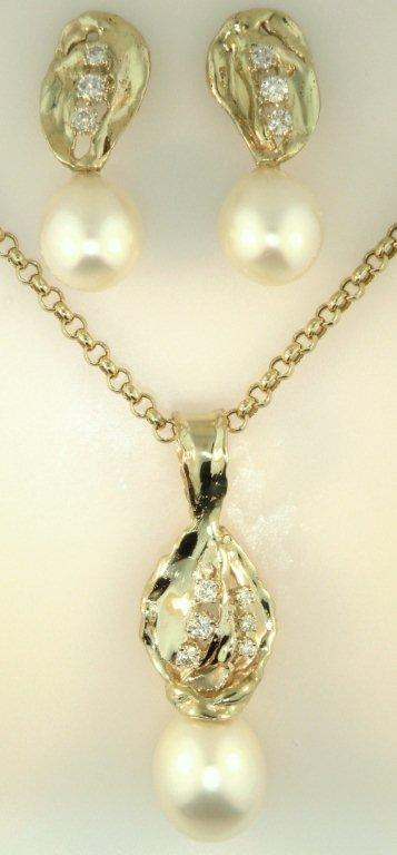 SOUTH SEA PEARL PENDANT AND EARRING SET